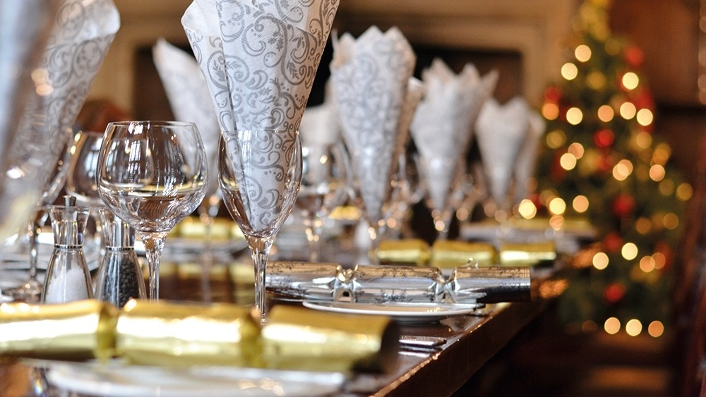 WEB - HH - Baronial Hall Dining Room Christmas (8)-962644-edited