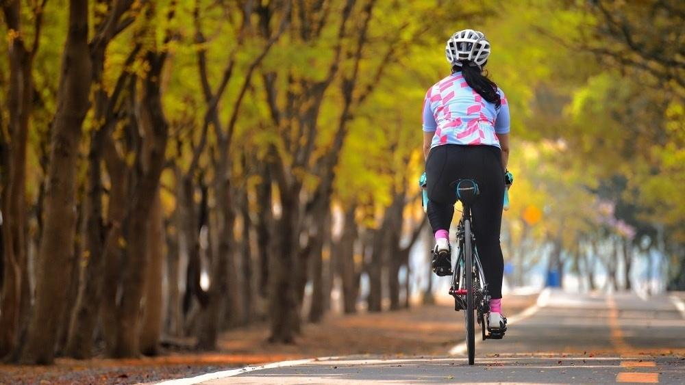 WEB woman cycling-513022-edited