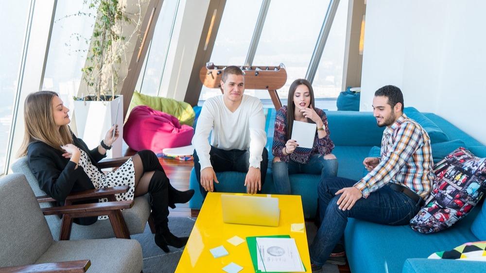 WEB - informal meeting on sofas