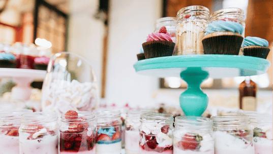 WEB - Jam jar cake wedding favour