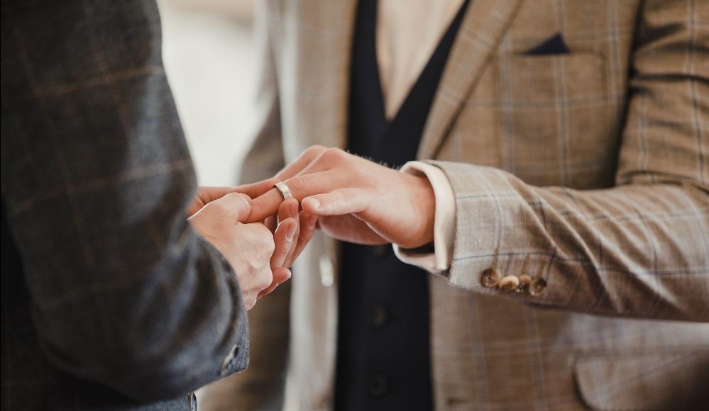 WEB Gay couple exchange rings