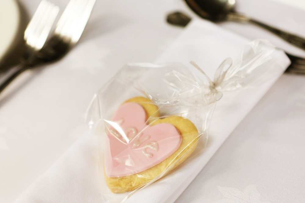 WEB Wedding Heart Biscuit