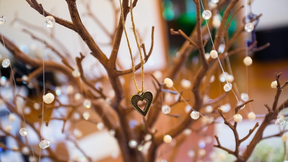 WEB Wedding branch centrepiece-603510-edited