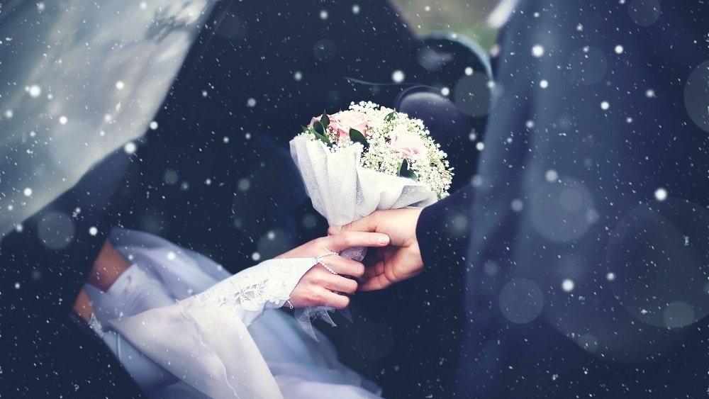 WEB Wedding car in the snow-841089-edited