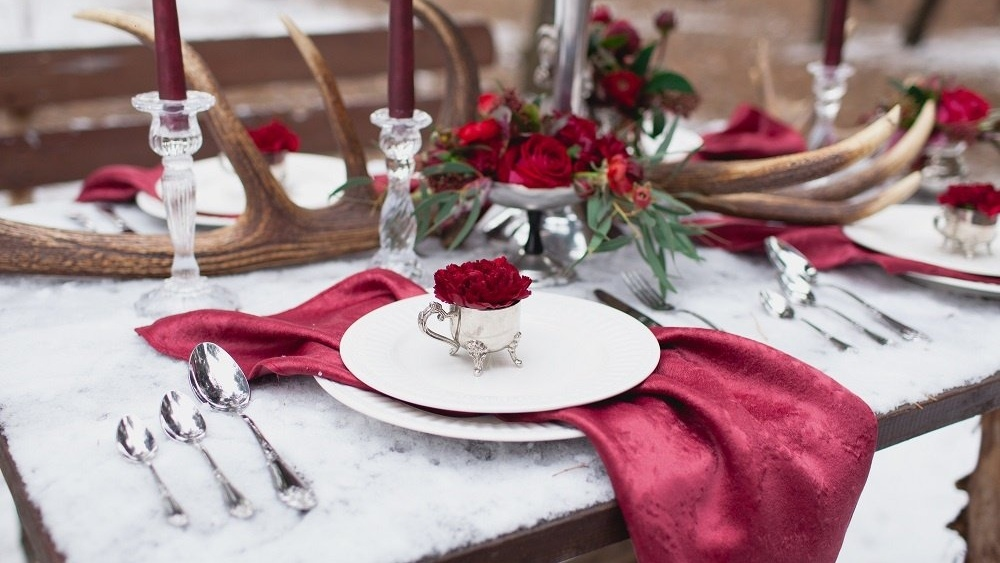 WEB Winter red wedding table-499776-edited